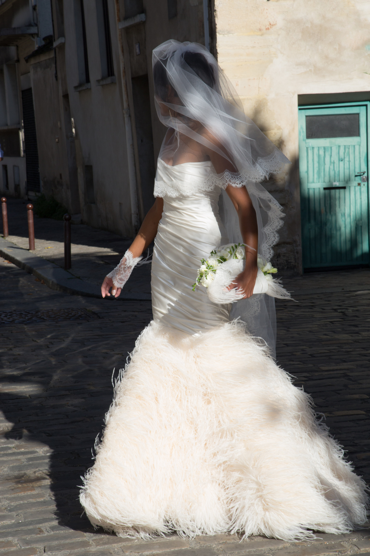 Robe de mariée Maria, soie et plumes d'autruche - Agnes Szabelewski.jpg
