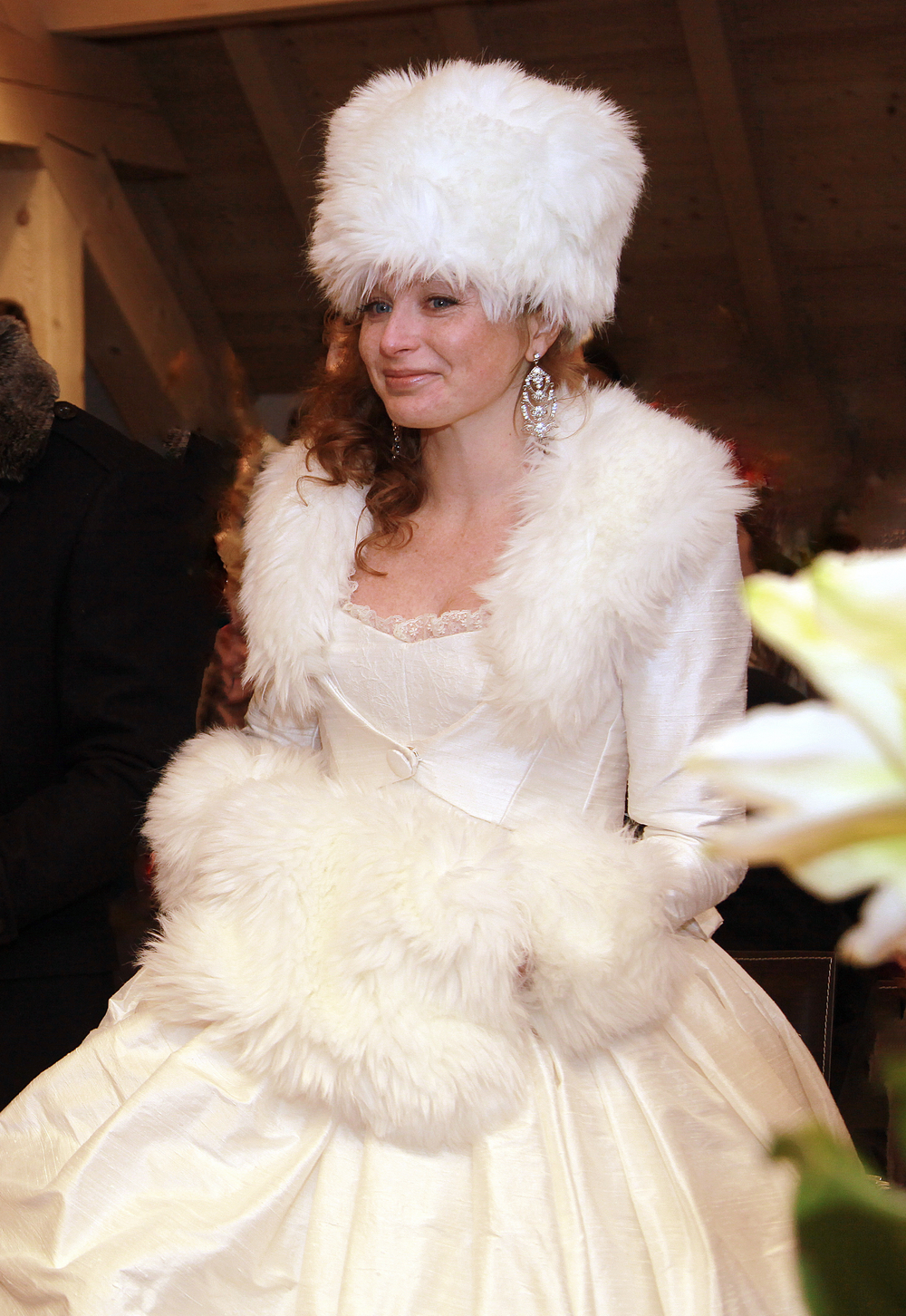 Robe de mariée et veste soie fourrure - Agnes Szabelewski.jpg