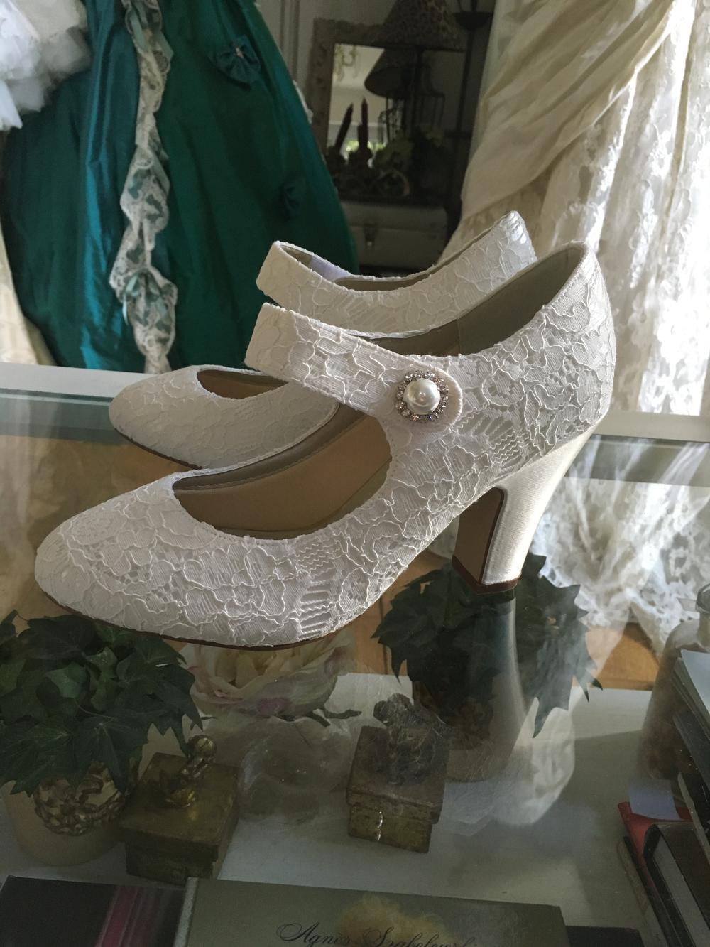 Chaussures de mariee dentelle Agnes Szabelewski.jpg