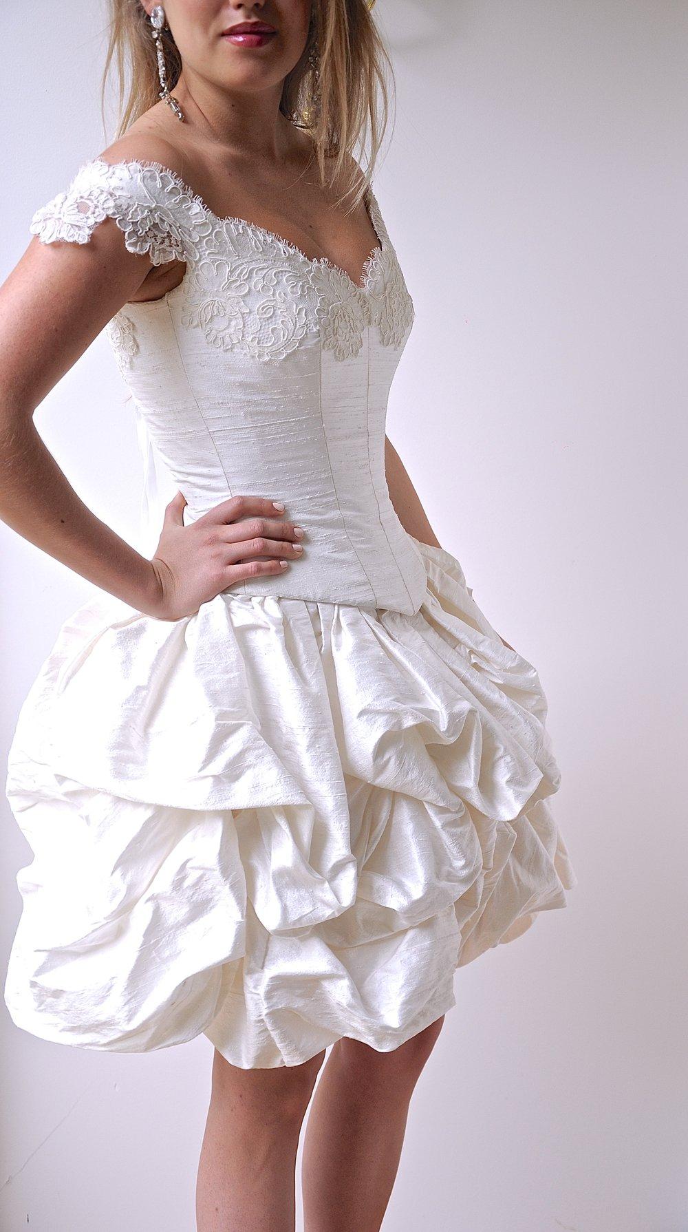 Robe de mariée Victoria courte dentelle de Calais Agnes Szabelewski 3,7.jpg