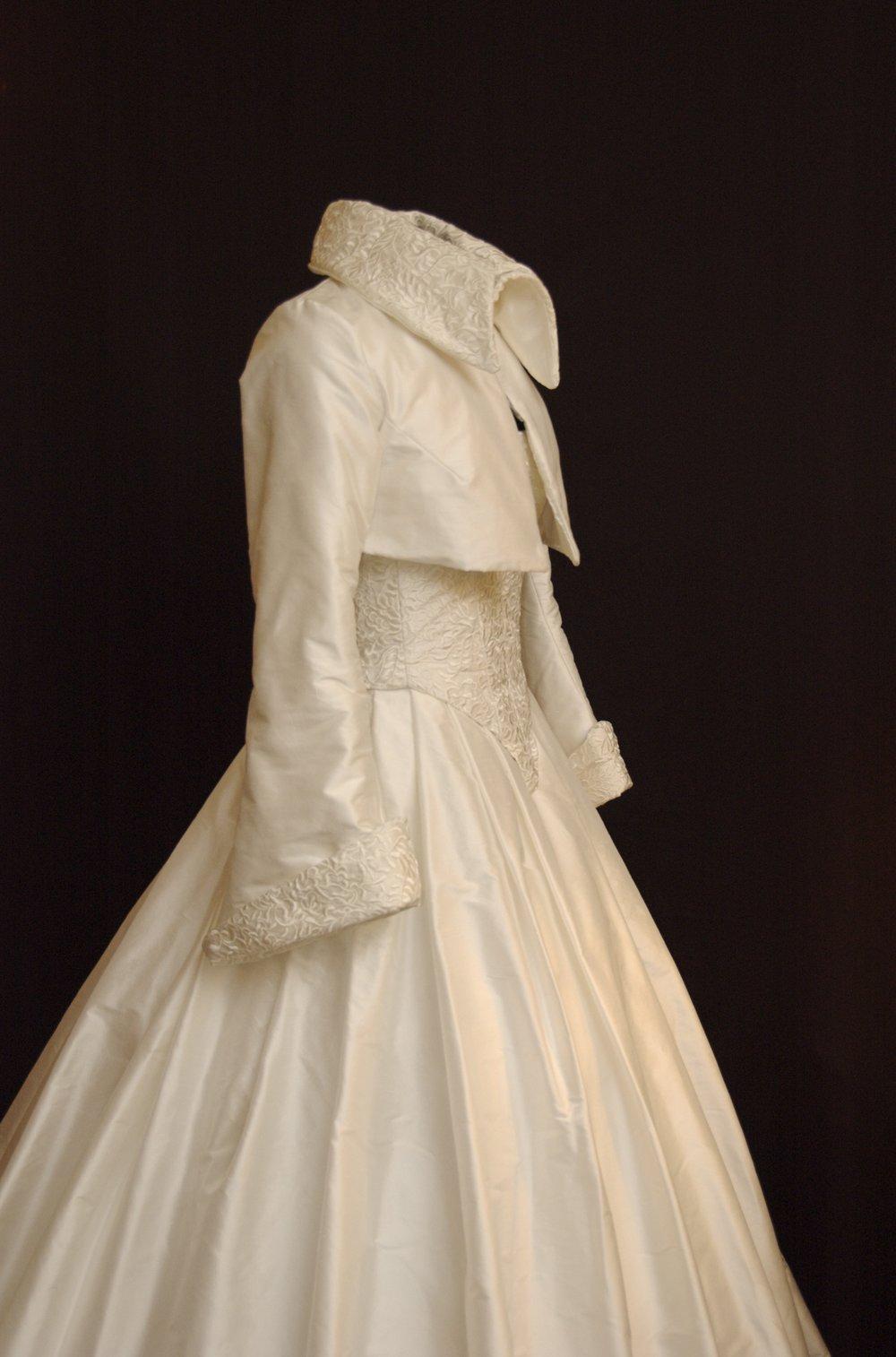 Robe de mariée boléro soie brodée laine polaire Agnes Szabelewski.jpg
