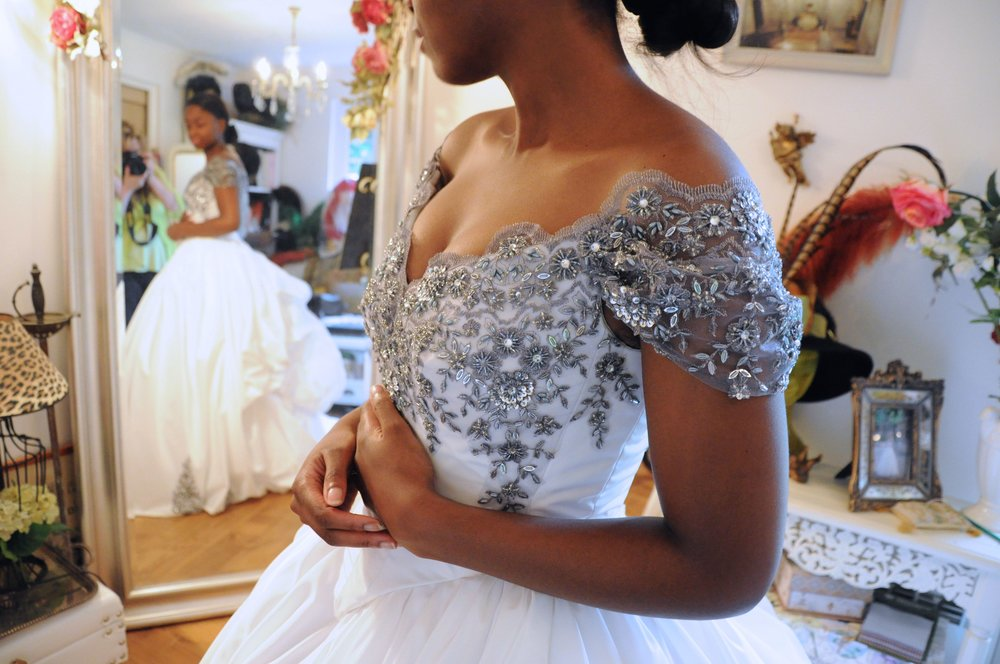 Robe de mariée Princesse Argent dentelle brodée argentée Agnes Szabelewski.jpg