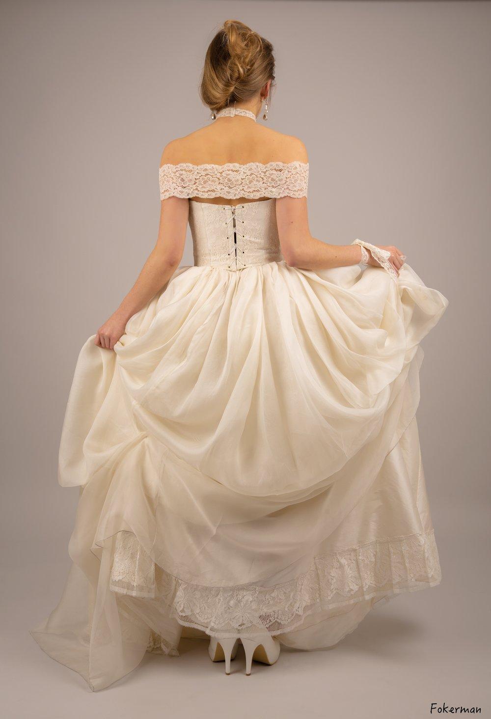 Robe de mariée Anouchka dentelle et organza dos Agnes Szabelewski.jpg