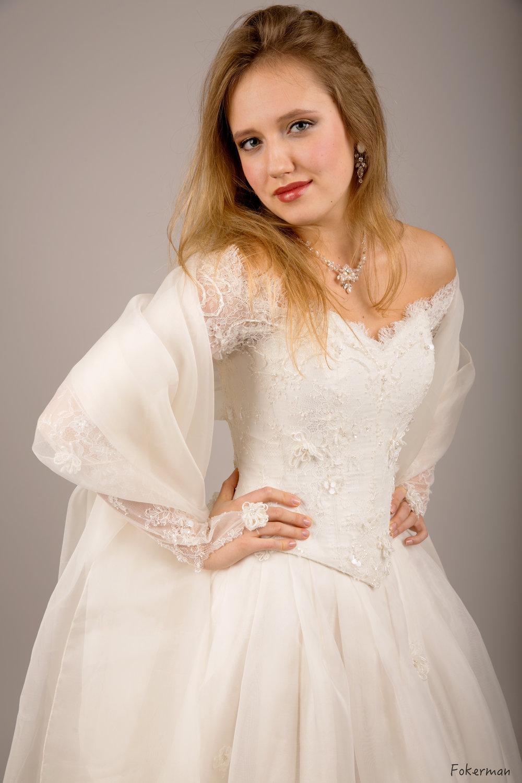 Robe de mariée Joanna Soie étole organza de soie Agnes Szabelewski.jpg