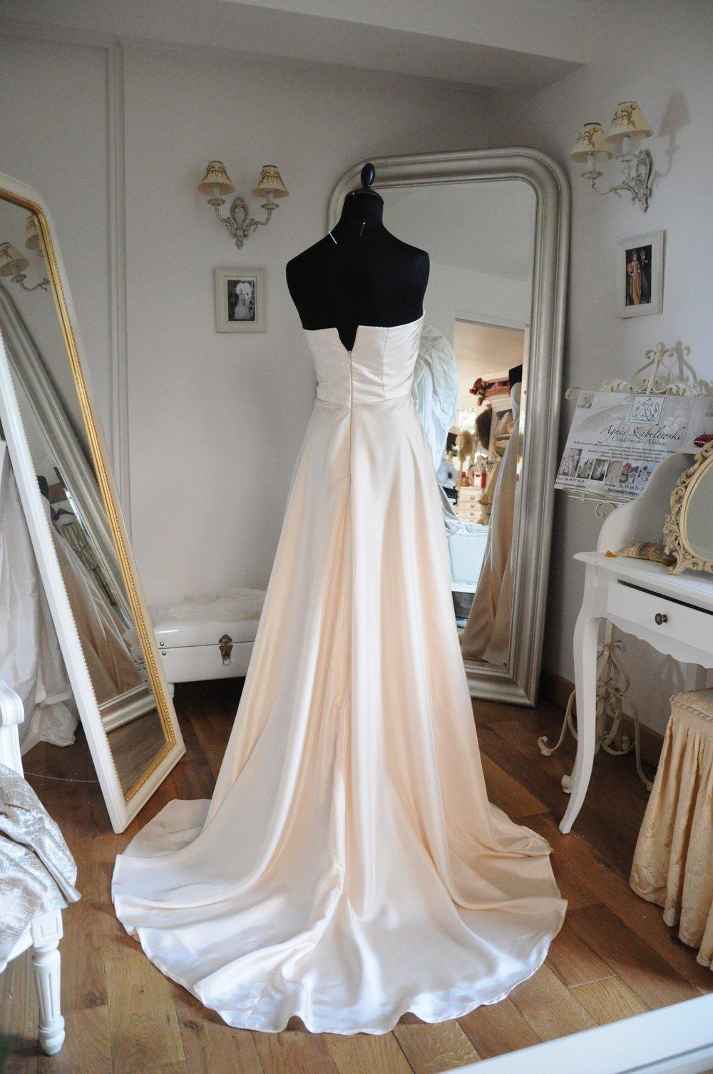 Robe de mariée Champagne fluide soie Agnes Szabelewski.jpg