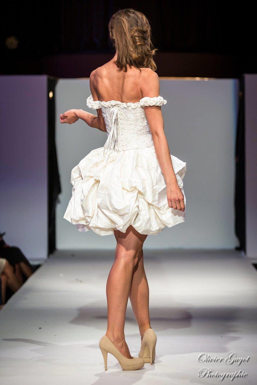 Robe de mariée Danseuse Etoile courte soie Dos Agnes Szabelewski.jpg