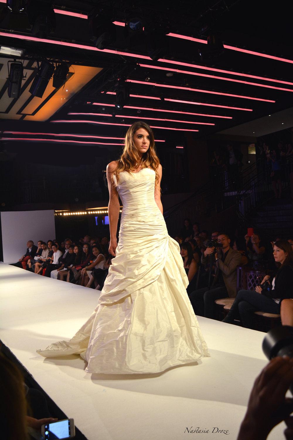 Robe de mariée Sirène drapée défilé Agnès Szabelewski.jpg