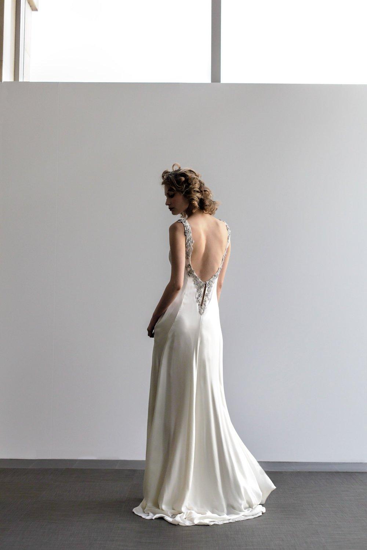 Robe de mariée grand décolleté dos en soie Agnes Szabelewski photo Marc-Antoine-Harmeau-(c)6.jpg