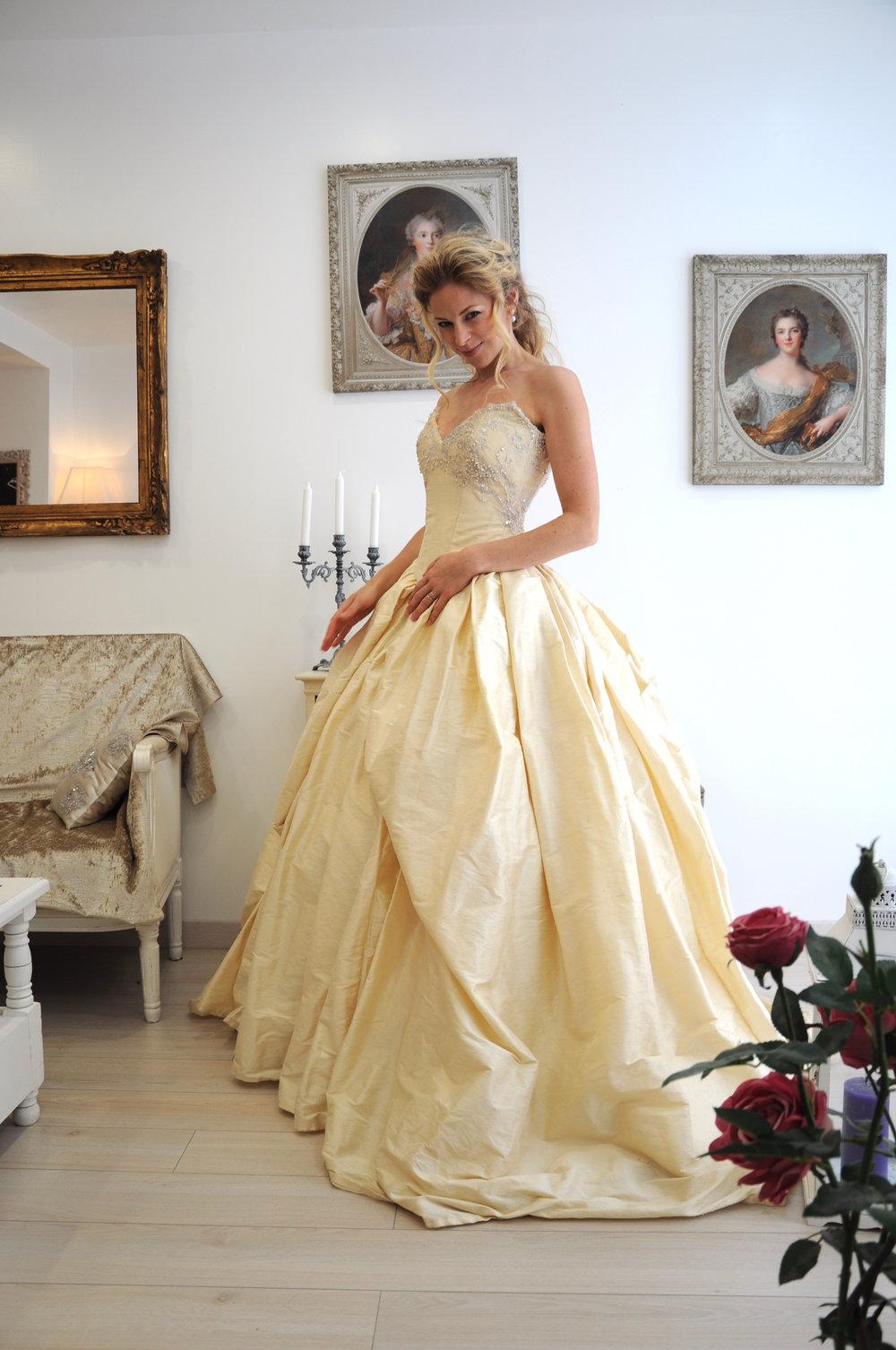 Robe de mariée princesse ivoire en soie et dentelle perlée Agnès Szabelewski.jpg