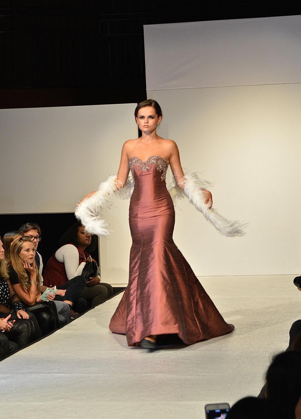 Robe sirène sur mesure en soie Agnès Szabelewski.jpg