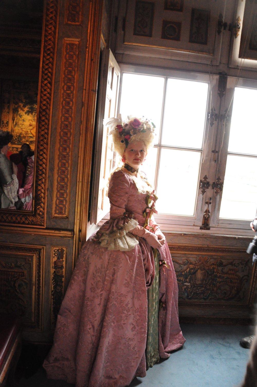Robe Marie-Antoinette en brocart vieux rose. Agnès Szabelewski