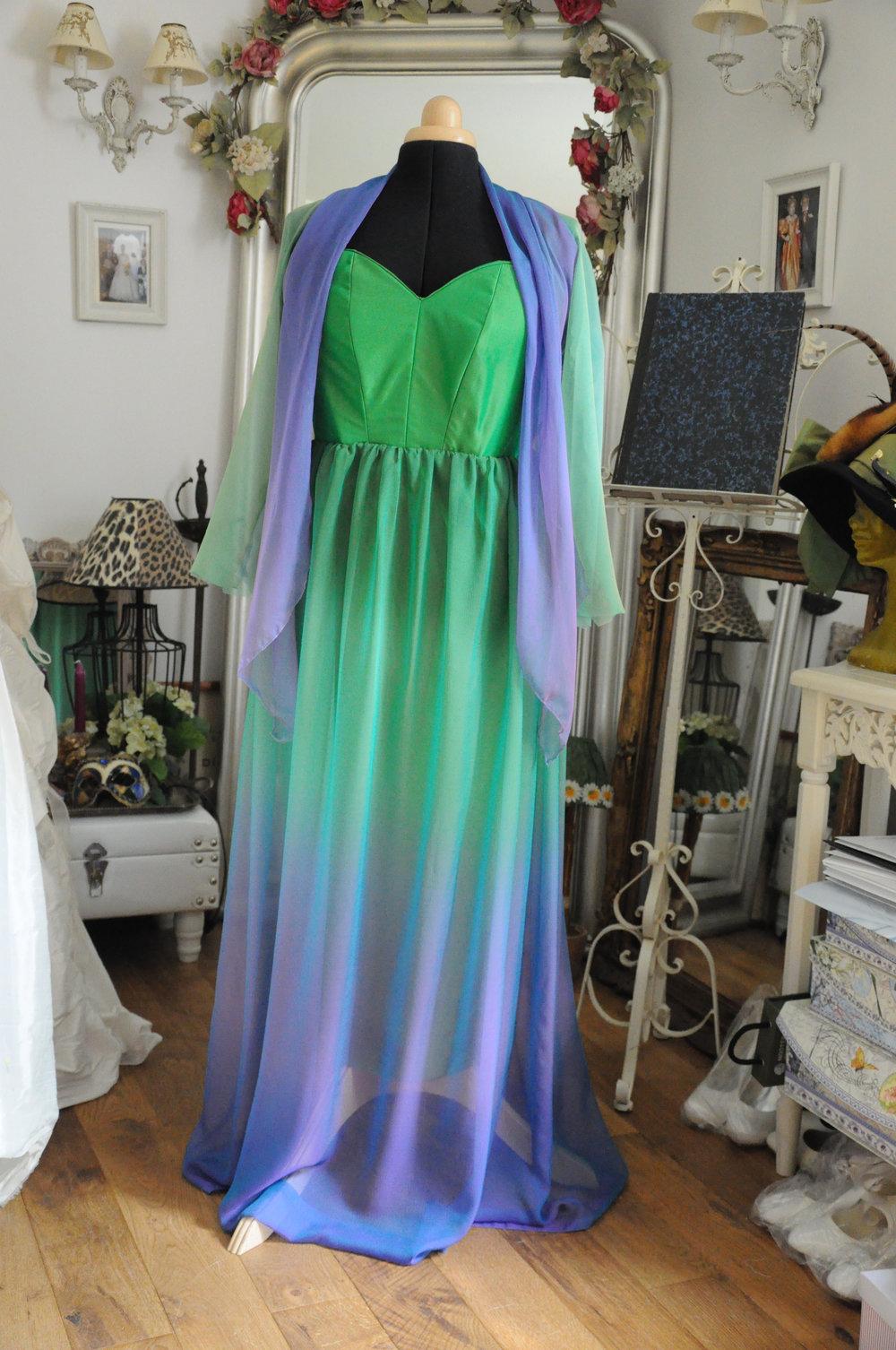 Robe de soirée vert mauve sur-mesure en soie Agnes Szabelewski.jpg