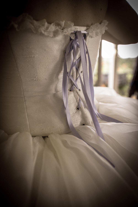 Robe de mariée en soie ivoire et mauve Agnès Szabelewski photo Olivier Froidefond.jpg