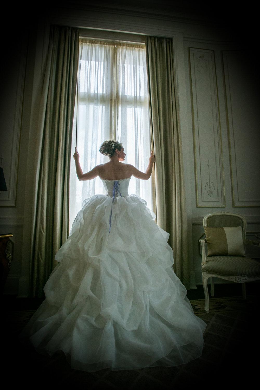 Robe de mariée en soie ivoire et mauve dos Agnès Szabelewski photo Olivier Froidefond.jpg
