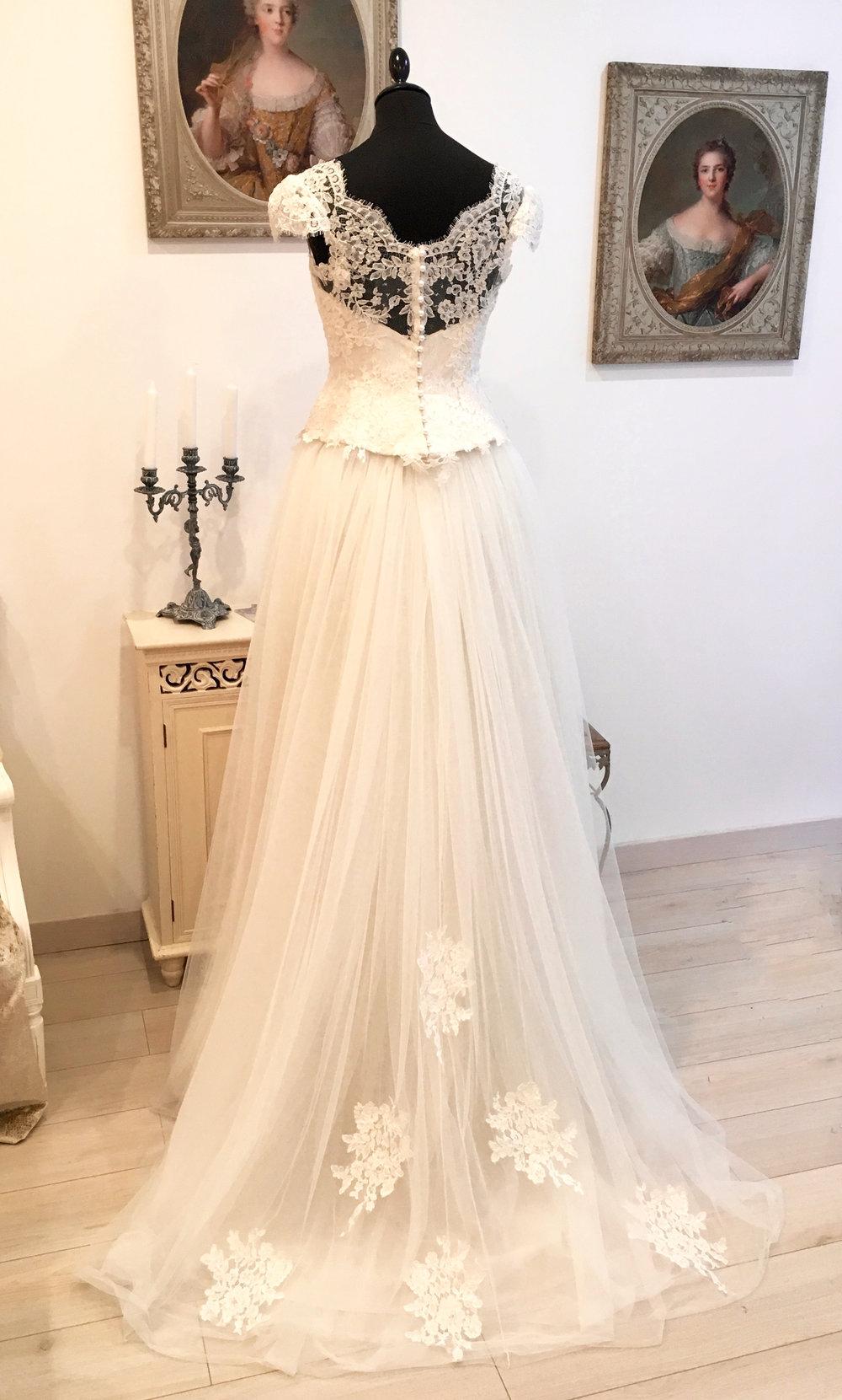 Robe de mariée Sofia corset couvert de dentelle de Calais Agnès Szabelewski.jpg