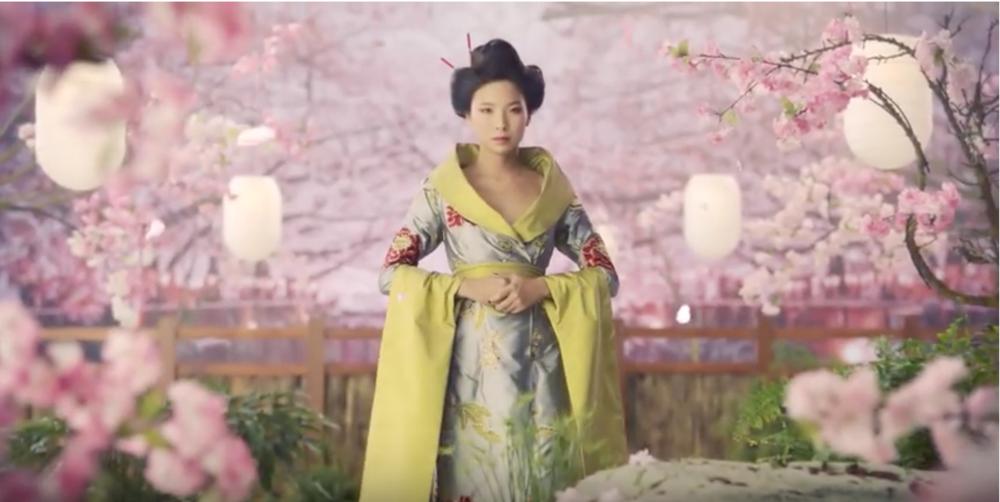 Foie gras Création de la Maison Montfort : Robe Kimono d'Agnès Szabelewski, publicité à visualiser en cliquant sur la photo