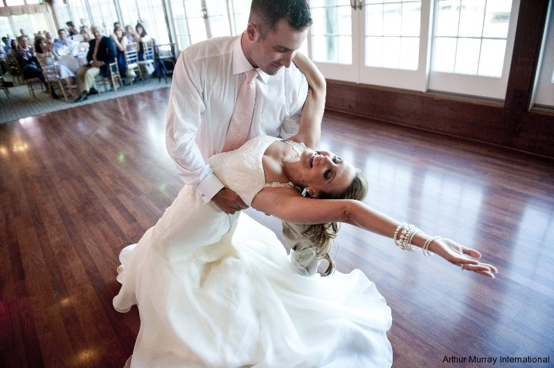 Sign up for a complimentary wedding consultation lesson. During this appointment, we can learn more about your dream wedding dance and reception and guide you to turn that dream into your happily ever after.