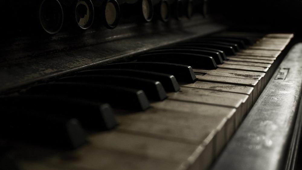 grunge_piano.jpg