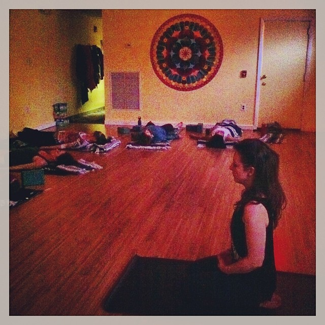 @lllianacamerisss is blessing the #yogapuncture space #lianacameris #dhyanayoga #restorativeharmonyacupuncture #carolinegraceashurst #bliss #yoga #savasana (at Dhyana Yoga Seva Center)