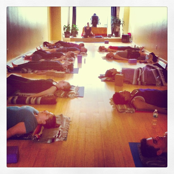 #yogapuncture #bliss in full effect! #dhyanayoga #lianacameris #restorativeharmonyacupuncture #carolineashurst #yoga #acupucture
