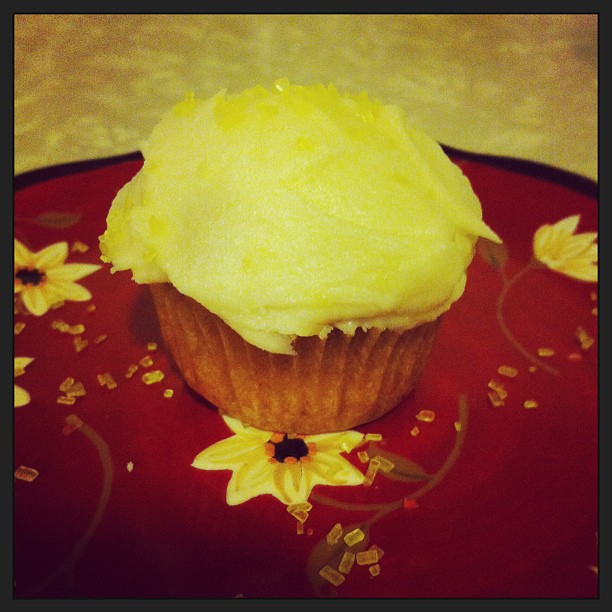 My roomate is so adorable!!! She made me 4 of these mini #lemon #glutenfree #cupcakes from heaven as a thank you for helping her get out of her soul-sucking job. Omg the flavor!!!  Mmmm!!
