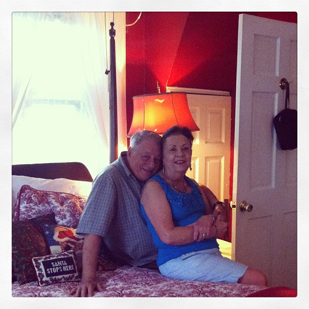 My parents on their Philly excursion! I got them a nite at a replendent B&B in west philly for their 50th and they finally cashed in! #thegables  upgrade their roomfor free and i got to crash on the pull-out!!! We had such a nourishing time together ^-^ 🌺💜🐝🐠 (at The Gables B&B Philadelphia)