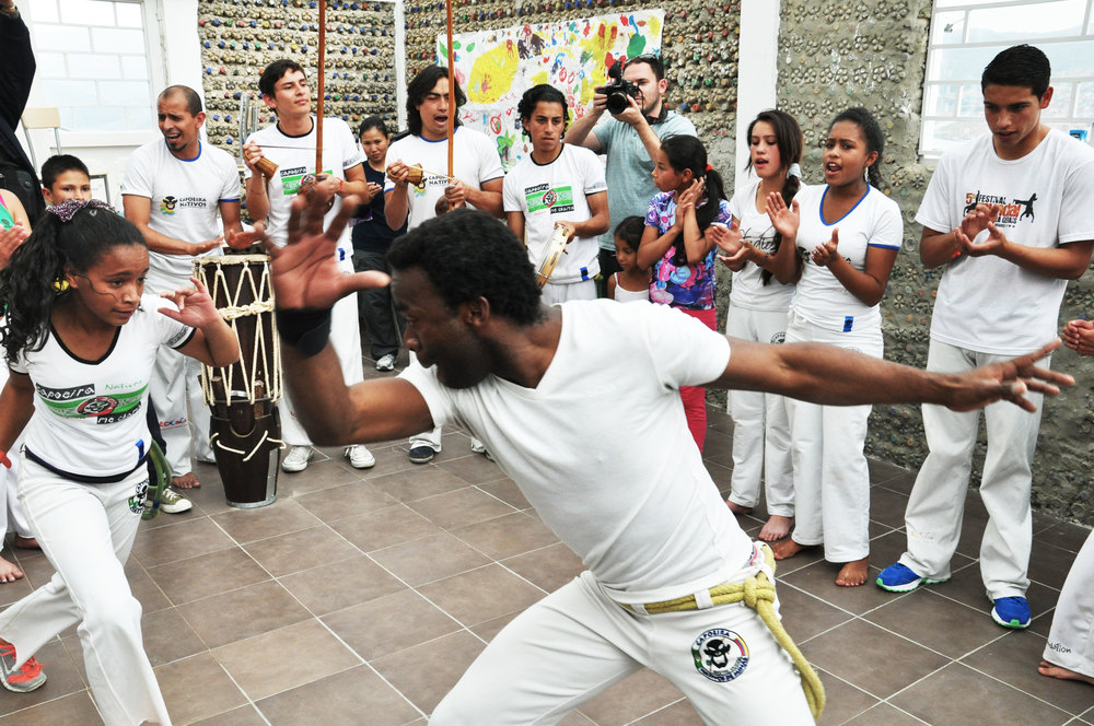 Playing capoeira in the Roda!