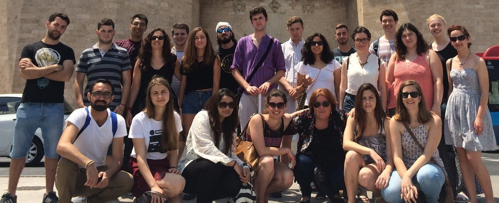 The 20 participants from Spain, Syria and Bulgaria with Charlotte Joyce (Nukanti UK) and Eva Tormo ( Derechos Humanos 10.12.48 (Spain)  coordinators of the programme in Valencia, Spain
