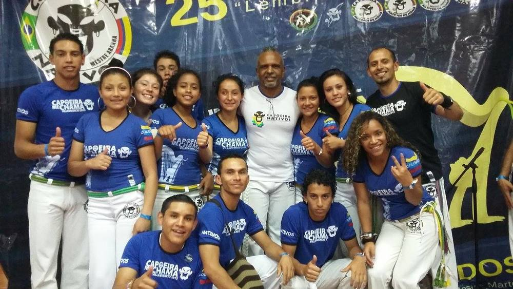 The participants from Playing for Freedom and our project leader Cristhian Casallas together with one of the Brazilian masters at the national event in Villavicencio