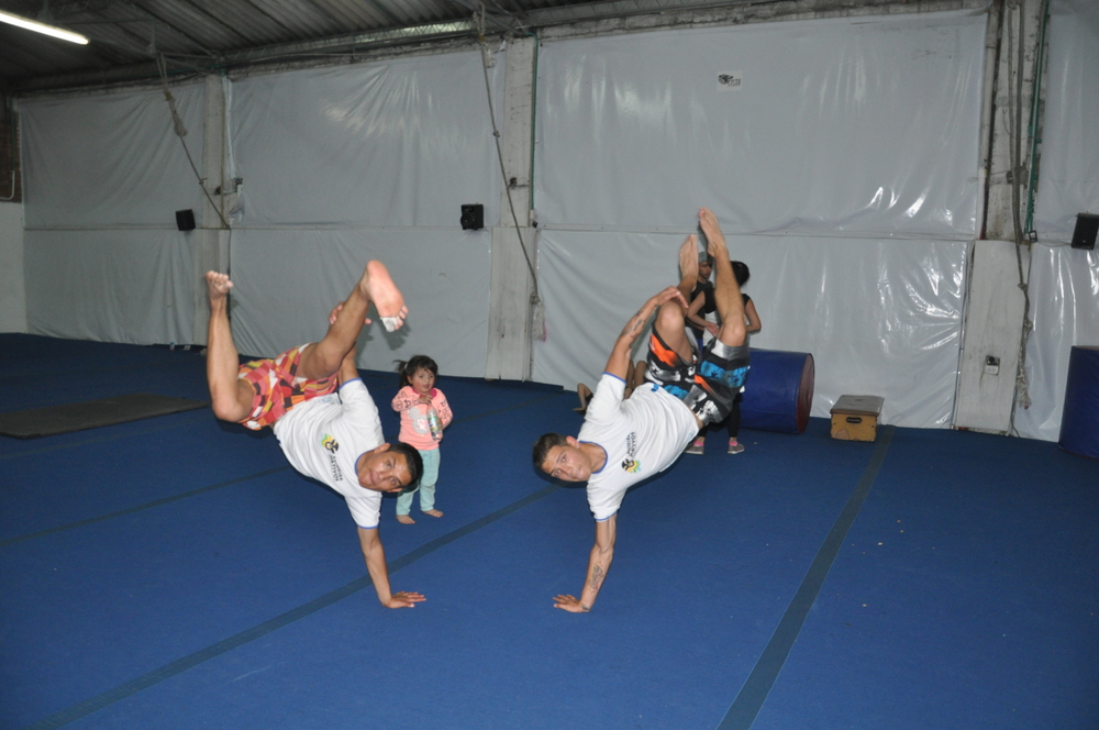 "The boys, Johan ""Morcego"" and Jhonatan ""Tatuagem"", would never stay behind with their acrobatic moves."