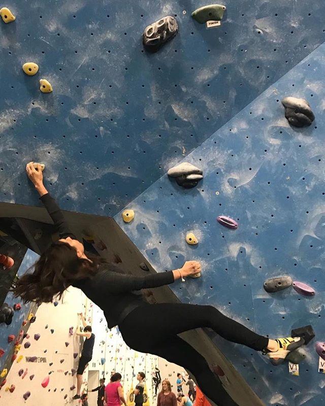 Girls who climb on Ontoro jugs 😍 , 📷: @g00dvibrati0ns #ontoroclimbing #ontoro #rockclimbing #bouldering #plastic #yoga #pictureoftheday #picoftheday #photooftheday #madeincanada #markham #canadian #toronto #ff #l4l #likeforlike #ontario #ontarioclimbing #climbing_pictures_of_instagram #climbing #girlswhoclimb #girls