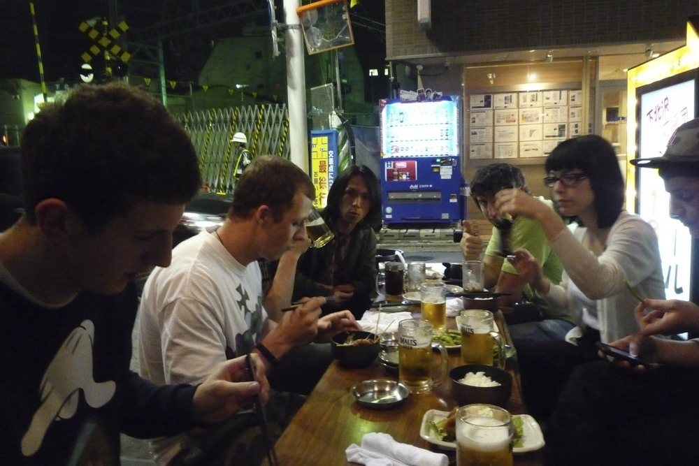180円 Izakaya with David (left-front), Michelle (right-middle) and Jon (right-front), among others.