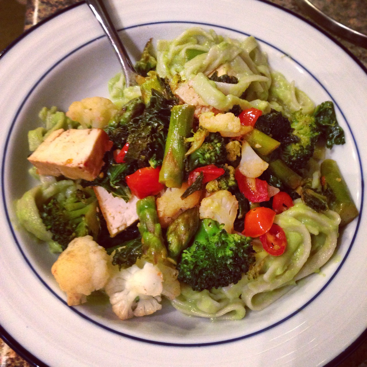 Dinner is served! Creamy avocado quinoa pasta w/ tons of veggies and tofu. GF & DF