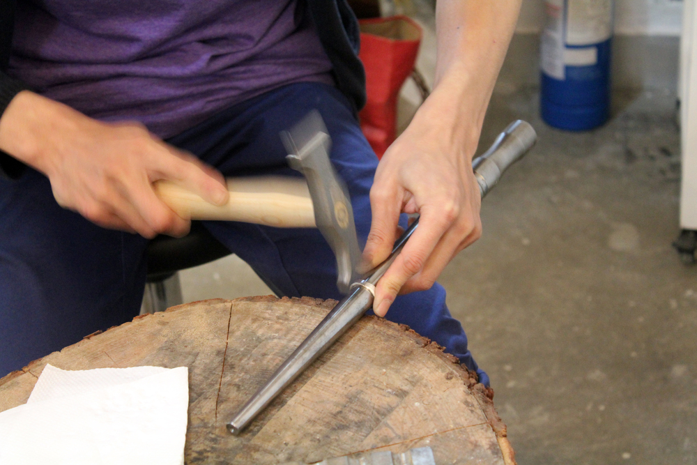 Hugo was demonstrating hammer texture on the ring.