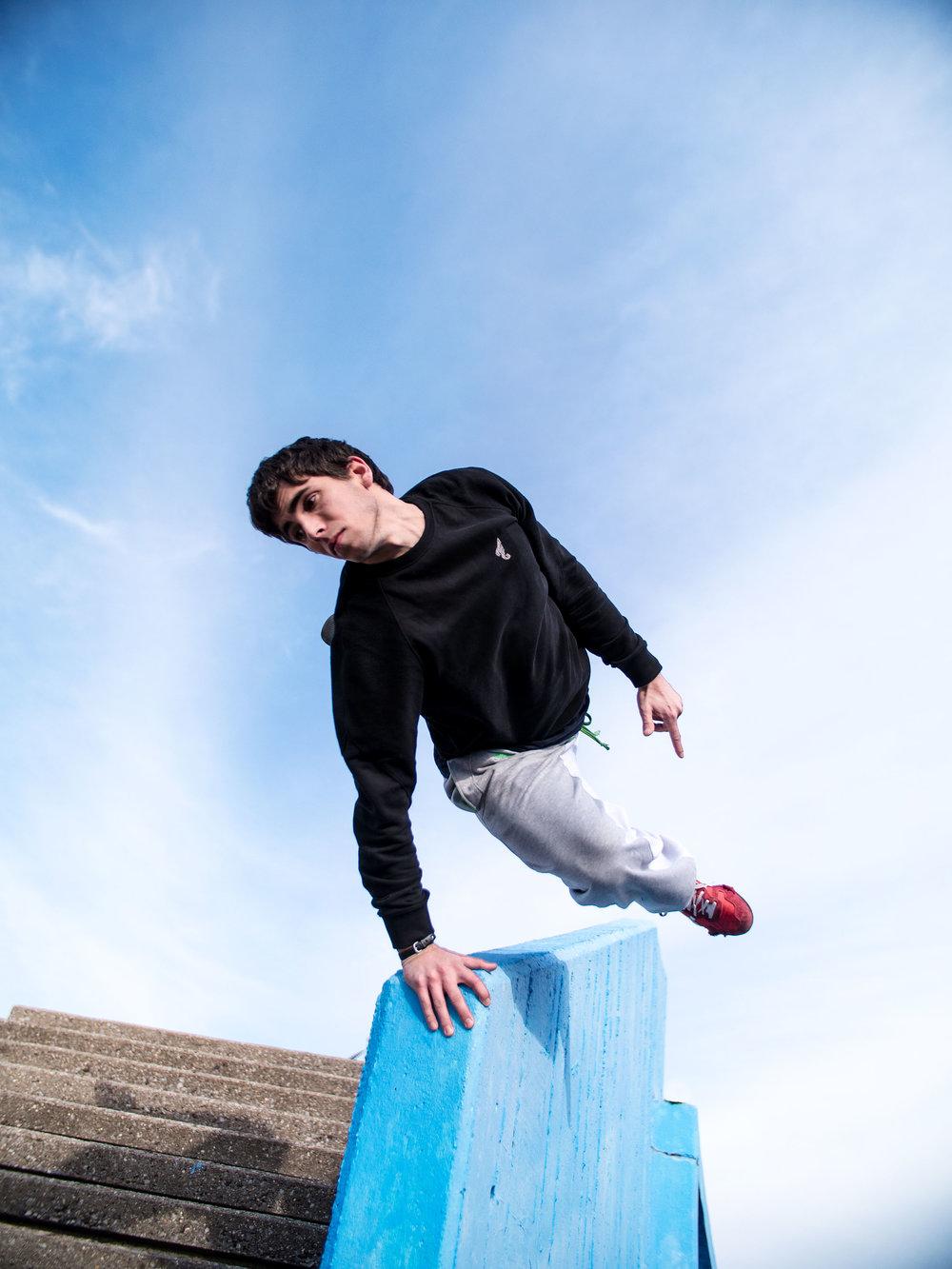 Jesse-Danger-Skochypstiks-Parkour-Freerunning
