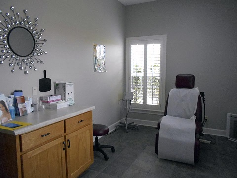 Room 1 - Acacia First Care Dermatology Serving Lawrenceburg TN, Pulaski TN,  Waynesboro TN - by Dermatologist Robert Chen.jpg