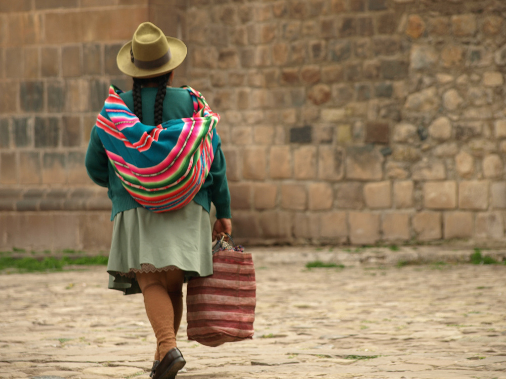 Daily life in Cusco, Peru's Plaza de Amas (c) Matthew Barker, Peru For Less