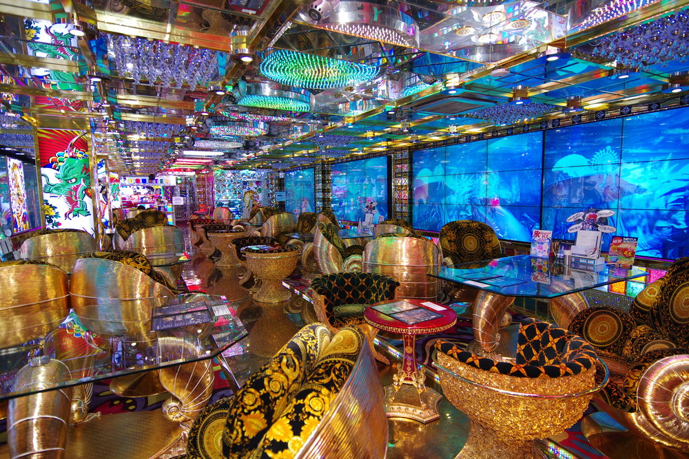 The lounge area, where the pre-show takes place. Image courtesy of the  Robot Restaurant .