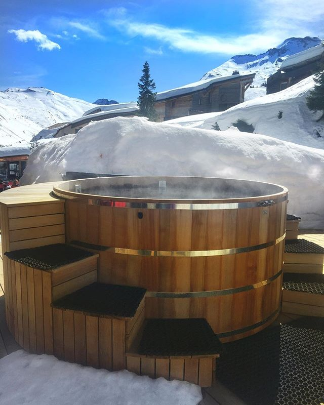 Who else would rather be in this hot tub in the French Alps RN? 🙋🏻‍♀️