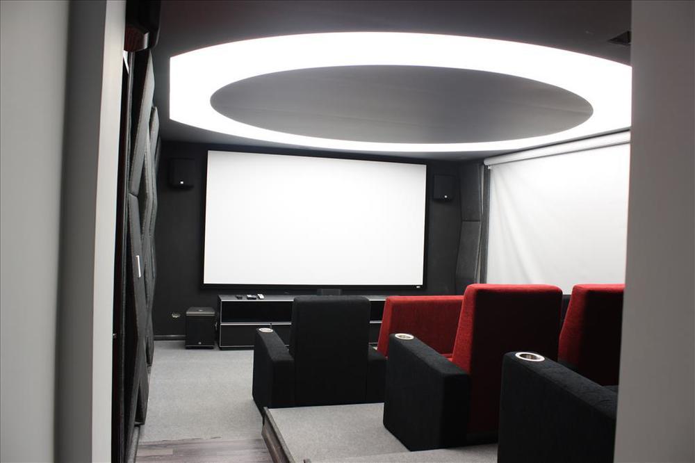Diseño y producción de mobiliario e iluminación por Thinkup Designstudio.  Furniture and lighting design and production by Thinkup Designstudio.