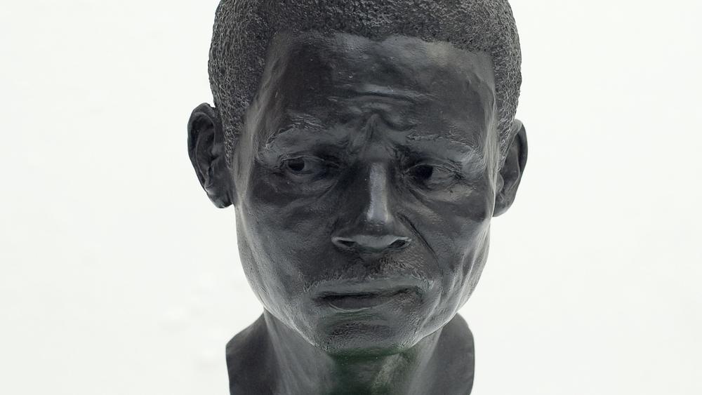 Tom-Price_Head 2_bronze_web14.jpg