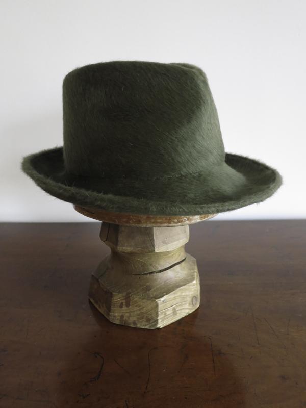 The Teddy- Soft moss green Melusine fur felt. (profile)