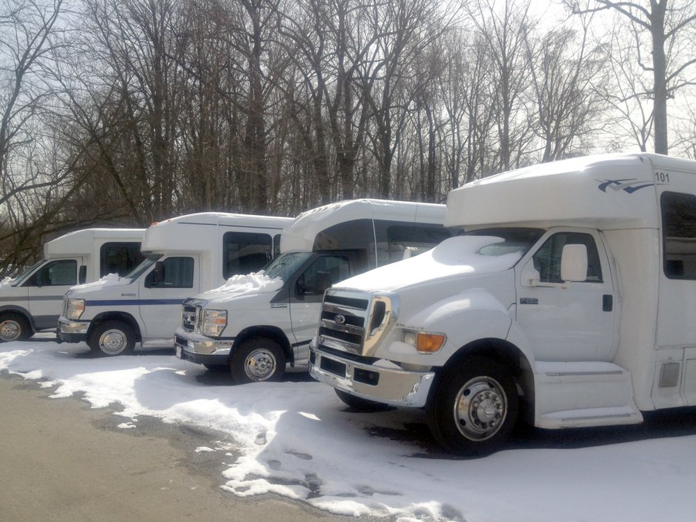sarakel-limo-min-bus-fleet.jpg
