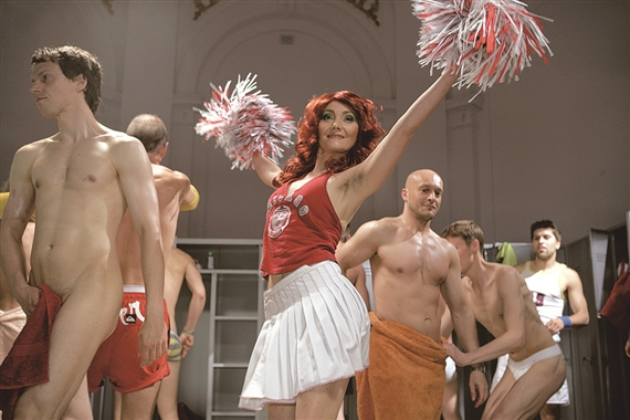 Katarzyna Kozyra, Cheerleader, 2006. Production photograph by Marcin Oliva Soto.