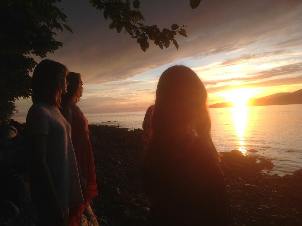 Sun going down with Sophie Brassard, Rachel Helten, Melissa Panetta and Jenna-Lee Hay