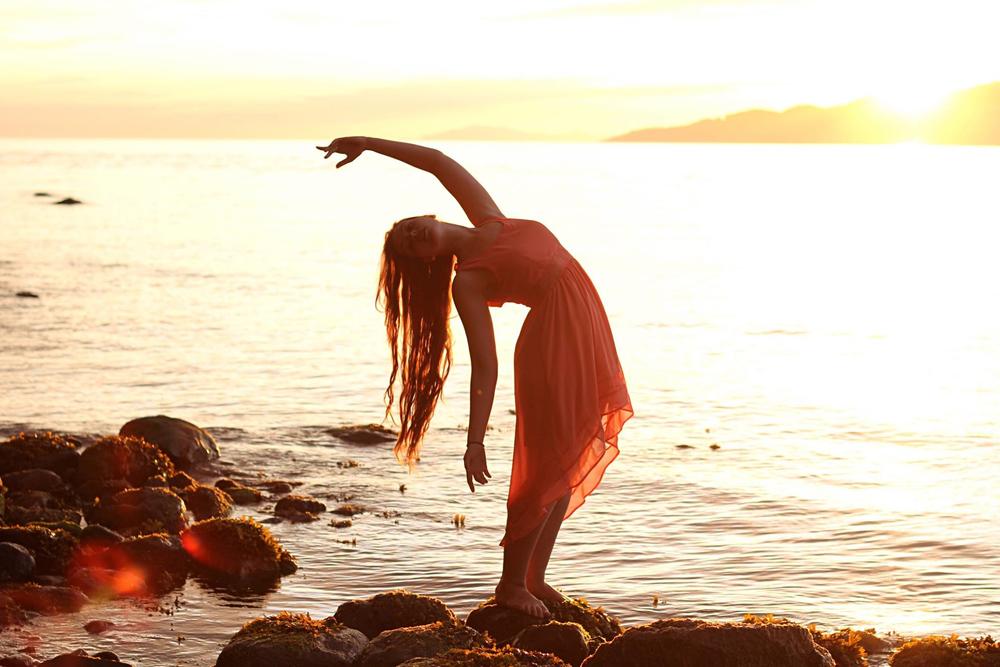 Catalyst dancer Rachel Helten at Pacific Spirit Park Vancouver photographed by Brenda Kent