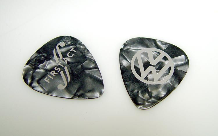 112_0703_03z+first_act_VW_garage_master_guitar+picks.jpg