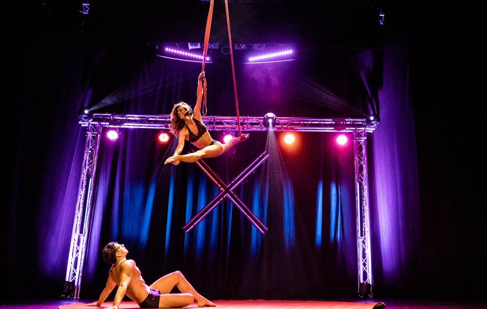 acrobatic duo, aerialstraps duo, duo straps, strapaten showact