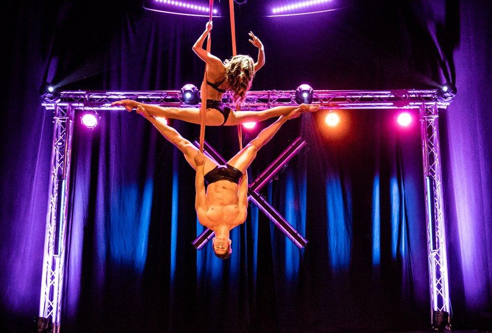 acrobatic duo, aerialstraps, duostraps, strapaten, akrobatik couple