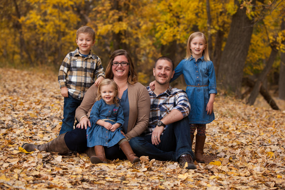Medicine Hat Photographer, Fall Mini Sessions, Medicine Hat Mini Sessions, Fall Photos, Family Photos, Canadian Photographer, Chasing Autumn Photography, Medicine Hat Family Photographer